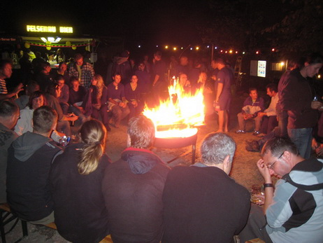 Abends jeweils grosses Lagerfeuer mit Fritz